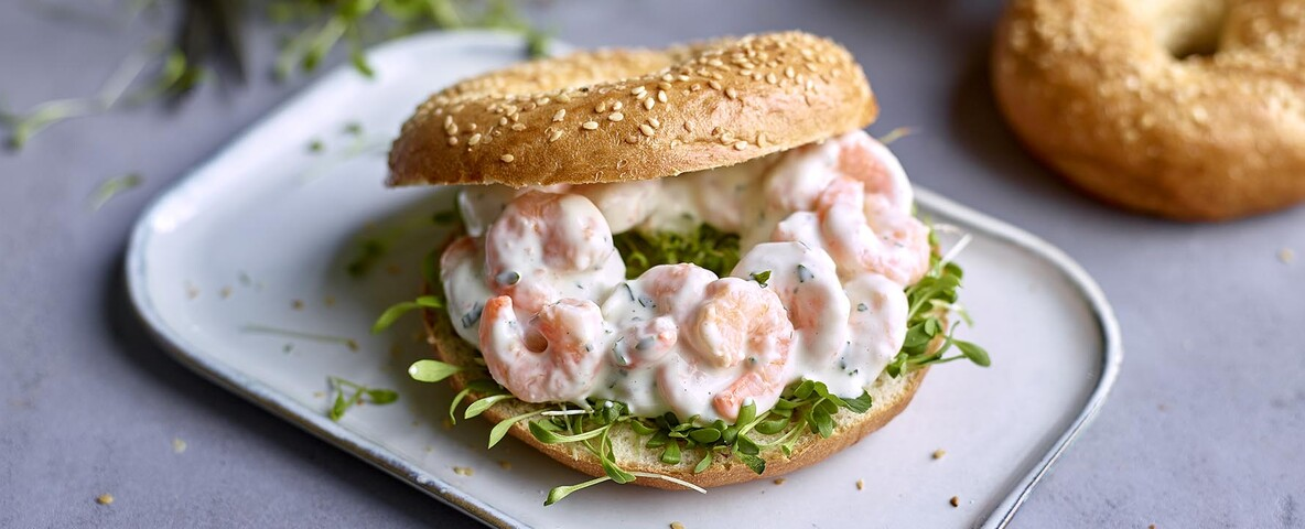 Bagel met cresson en Scampi's in fijne look